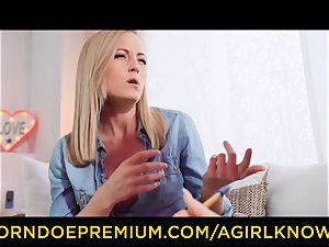 A chick KNOWS - killer girl/girl blondes fake penis action
