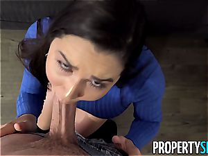 ginormous caboose Karlee Grey takes care of her client