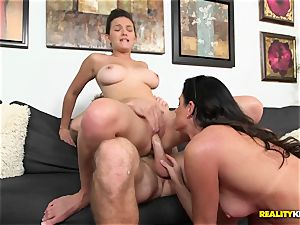India Summers gets her mitts on crazy duo