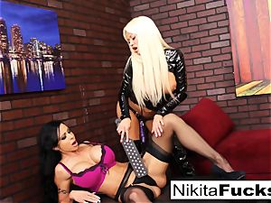 Nikita Von James and nub Jade pummel