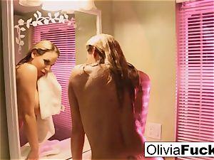 supah splendid Olivia teases in the shower