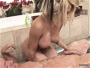 Madison Ivy gives a ideal bj