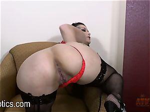 Katrina Jade likes to fondle her yummy vag