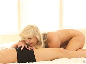 Meat slurping milf Phoenix Marie bids her man supreme morning
