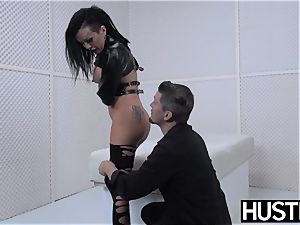 punk cougar Lola luscious beaver banged with cock and toys