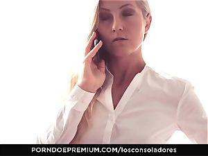 LOS CONSOLADORES - Amirah Adara facial in FFM 3 way