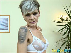 EuropeMaturE luxurious granny Ivana Solo finger-tickling