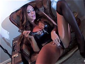 Ariella Ferrera pokes herself with a fat glass plaything