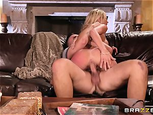 German honey Kayla Kayden wants hump with a married guy
