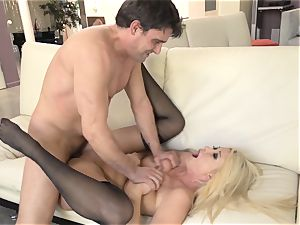 Summer Brielle drizzles after a deep smashing